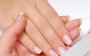Třepení nehtů a suchá pokožka rukou